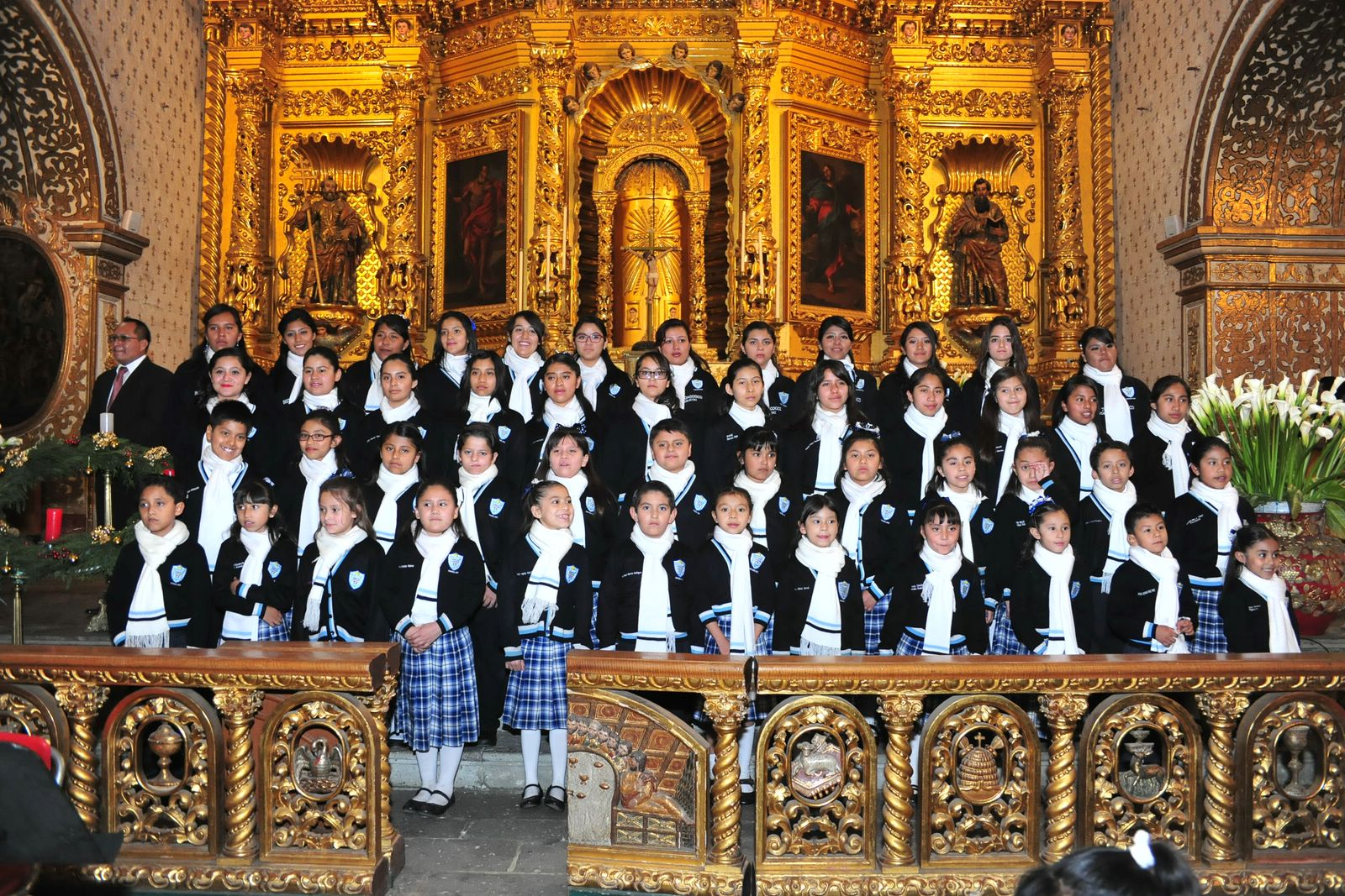 Coro de Voces del Instituto Pedagógico Profra. Margarita Aguilar Díaz, A.C. recibe la Navidad con Magnos Conciertos con la Orquesta Sinfónica de Oaxaca.