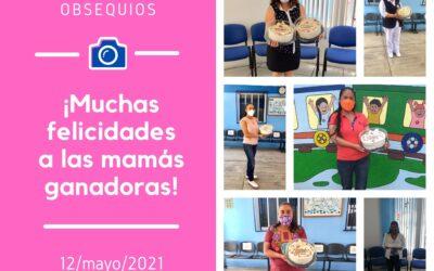 Entrega de premios a ganadoras del sorteo del día de las madres